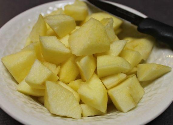 Яблоки подготовленные для маринада