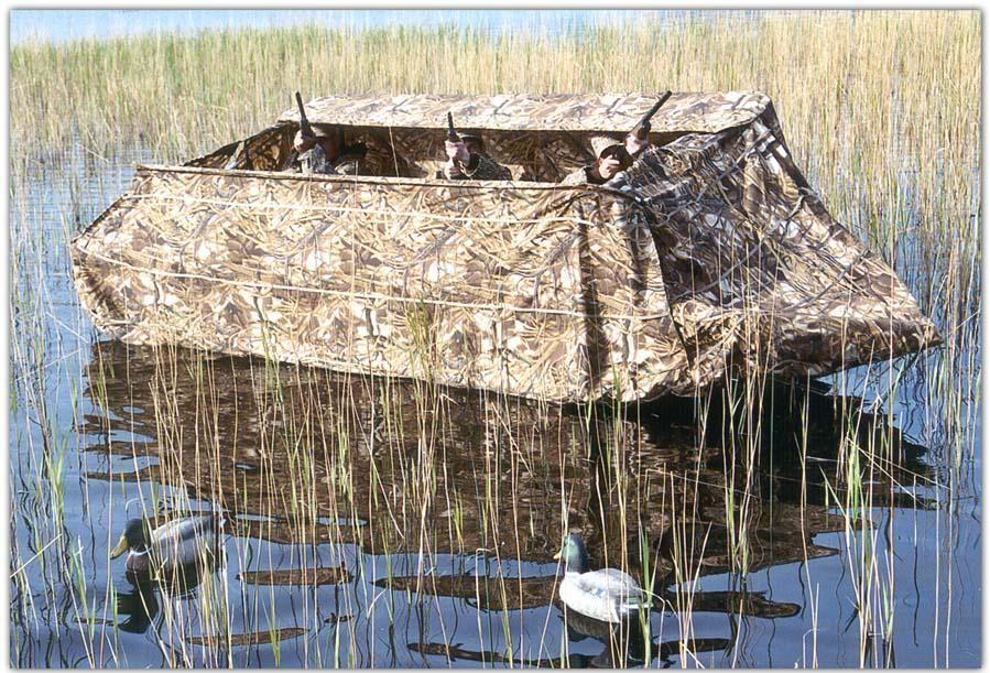 Лодка с фирменным укрытием