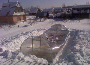 Сломалась теплица от снега