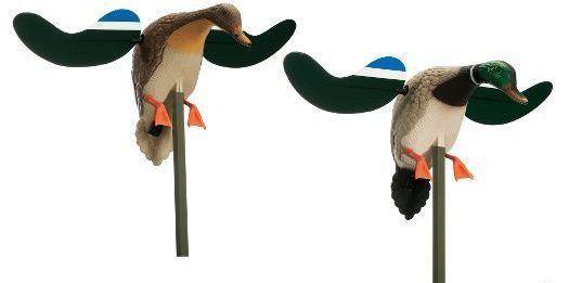 Чучела с вращающимися крыльями (селезень и утка)