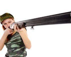 Девушка с ружьём