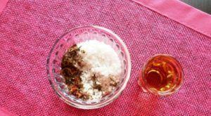 Соль, смешанная со специями и коньяк для вяленья утки
